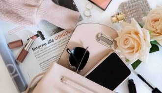 Things That You Should Always Carry In Your Purse